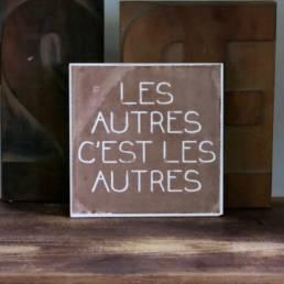 Fiese Fliesen est un projet typographique de sérigraphie sur céramique