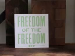 fiese fliesen est un projet typographique de sérigraphie sur carreau de céramique.