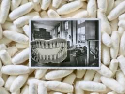 Broche ceramique stephanie cahorel sur sa carte postale vintage a découvrir chez chromosome a le concept store curieux de lille