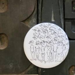 Badge gravure de maxime richard a découvrir chez chromosome a le concept store curieux de lille