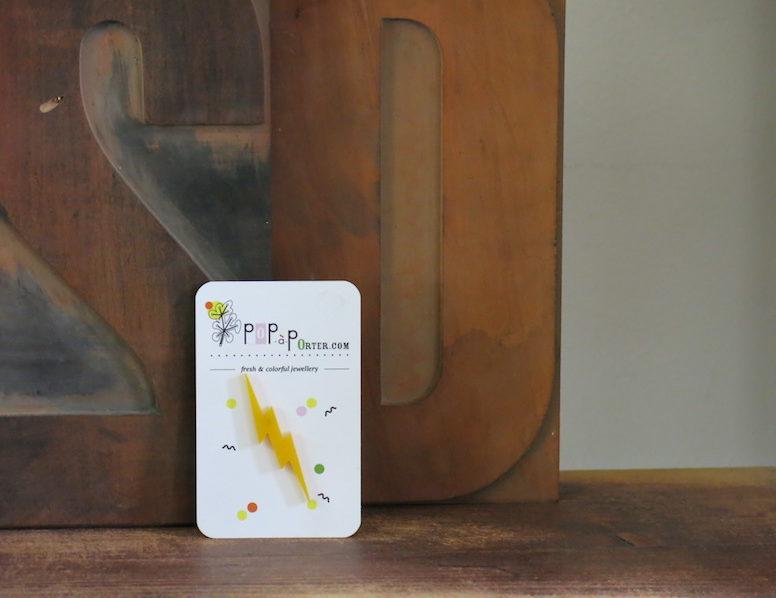 Broche éclair jaune de la marque Pop A Porter chez Chromosome a